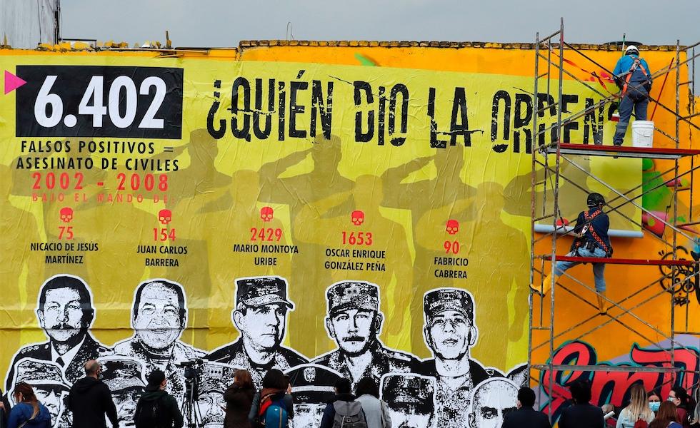 """Mural sobre """"falsos positivos"""" vandalizado en menos de 48 horas -  CABLENOTICIAS"""